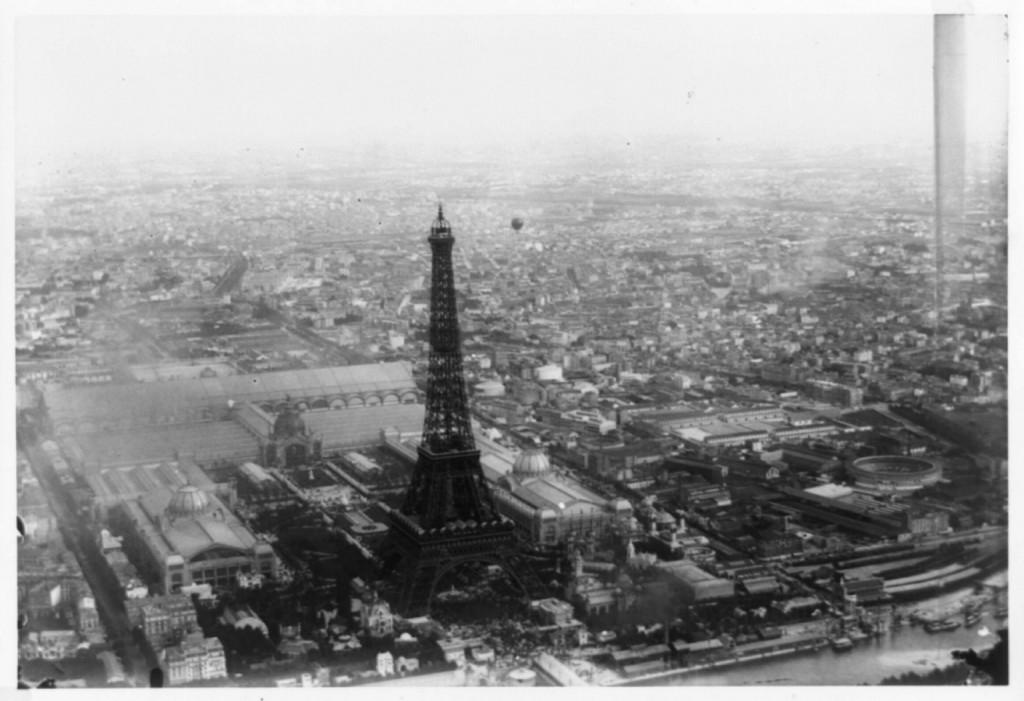 Photo by Alphonse Liébert